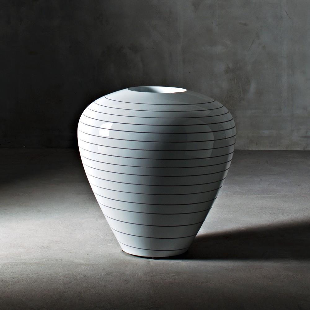 grand pot. Black Bedroom Furniture Sets. Home Design Ideas